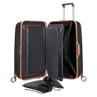 Interior perfectamente equipado con un armazón organizador y prácticos bolsillos.
