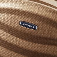Fabricada con material Curv: extraordinaria resistencia y ligereza.