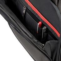 Gran bolsillo frontal con cremallera con compartimentos para facilitar la organización.